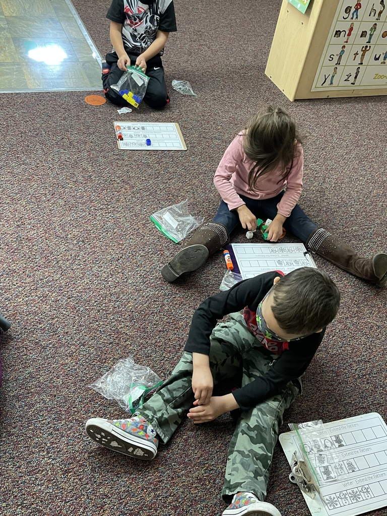 Building pattern with counting cubes