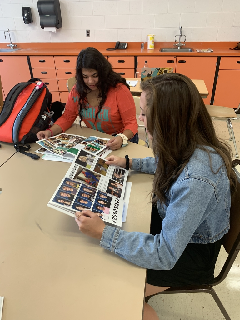 Tawna and Marion look through the yearbook!