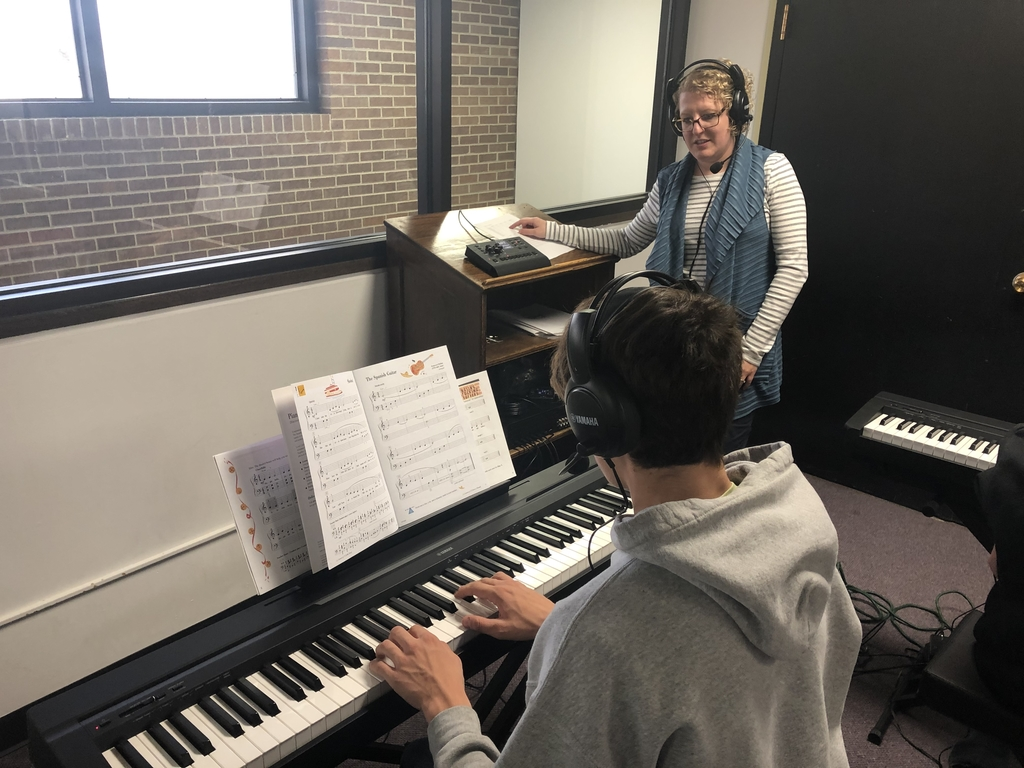 Mrs. Jacobs providing feedback to individual students in the piano lab.